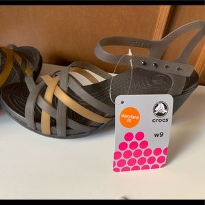 🐊 Crocs with slight heel